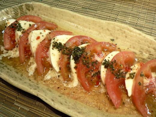 モッツアレラチーズとトマトのイタリアンサラダ